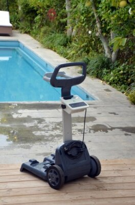 Dolphin Scoop Deluxe Cleaner mit Caddy