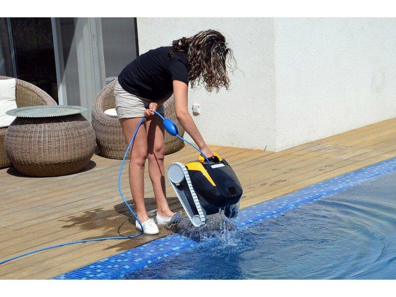 dolphin e20 poolroboter mit pvc b rste schwimmbadbau pool sauna schwimmbadbau24. Black Bedroom Furniture Sets. Home Design Ideas